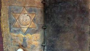 Ceylan derisine altın yazmalı Tevrat ele geçirildi