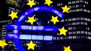 Euro Bölgesi, aşıdaki yavaş seyirle çift dipli resesyonun eşiğinde