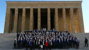 İçişleri Bakanı Soylu ve beraberindeki heyet, Muhtarlar Günü nedeniyle Anıtkabir'i ziyaret etti